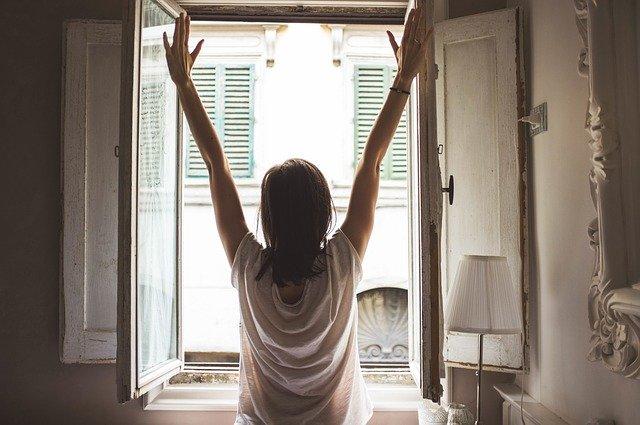 Nainen aamulla